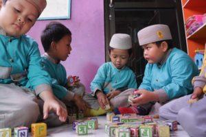 Human Interest Photography Anak Sekolah bermain