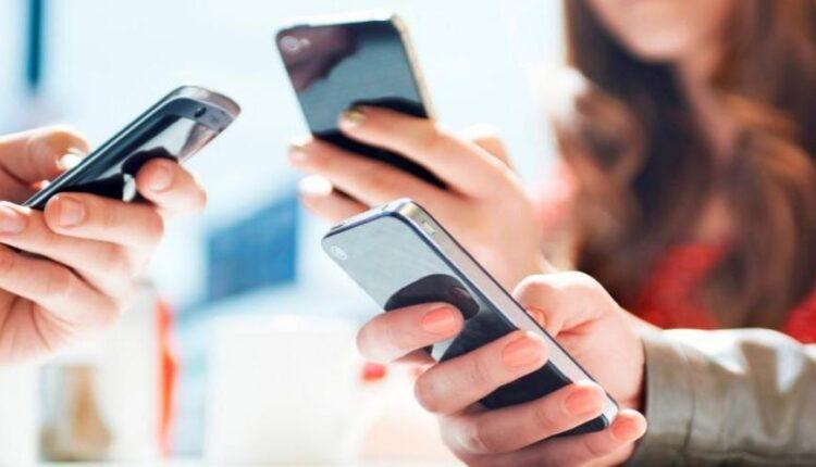 95-Netizen-Indonesia-Baca-Berita-via-Ponsel