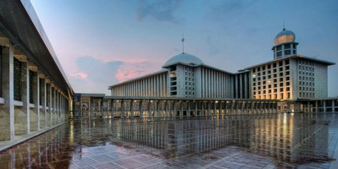 MAsjid Terbesar di Indonesia Istiqlal Jakarta